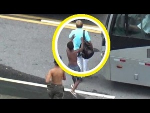 Pickpocket in Rio, Brazil: Broad Daylight Thieves (Shocking Video)